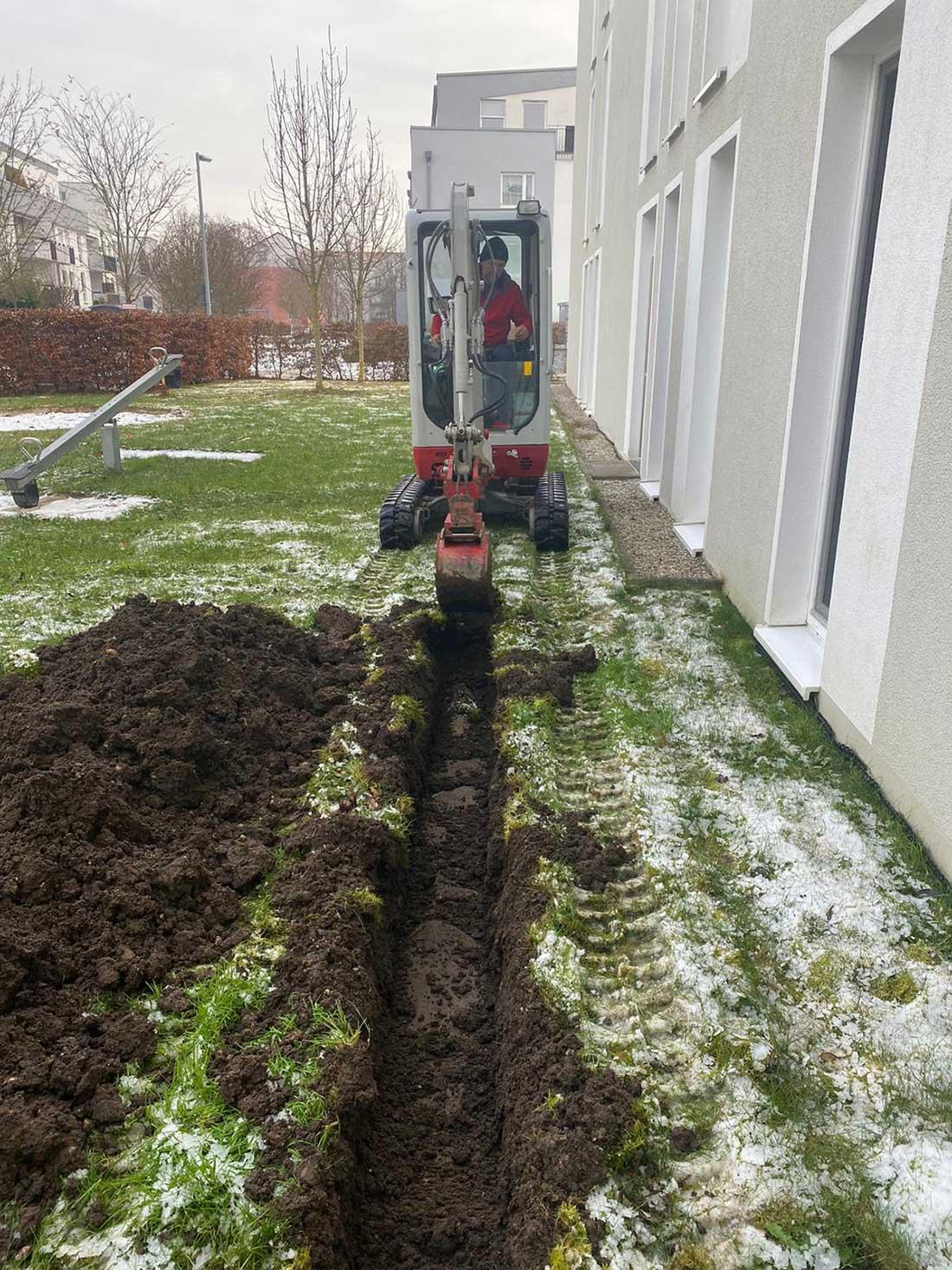 MD Erdbau bei Kanalarbeiten, Leitungsbau an einem HAus